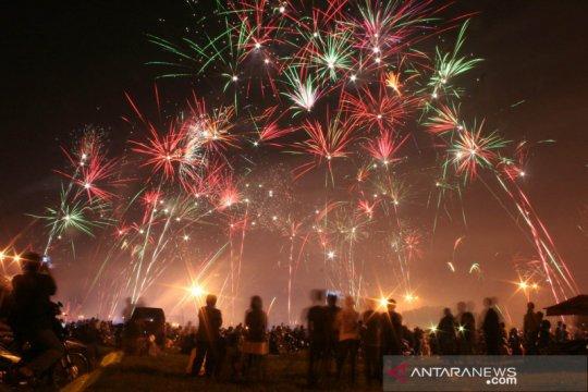 Warga Jayapura sambut tahun baru pesta kembang api