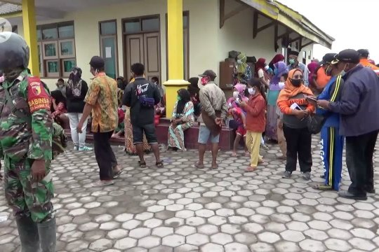 550 warga lereng Gunung Semeru mengungsi hindari dampak erupsi