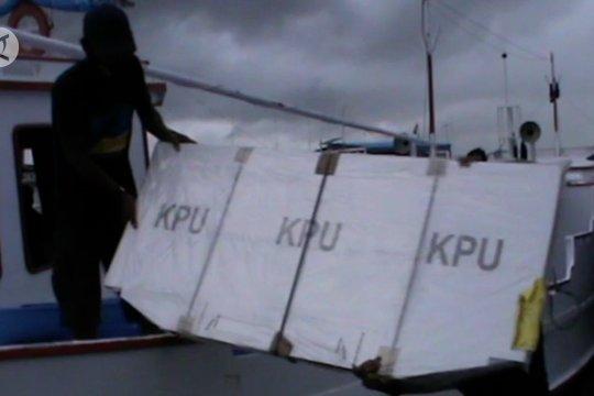 Antisipasi cuaca buruk, logistik Pilkada Pangkep dikirim lebih awal ke pulau