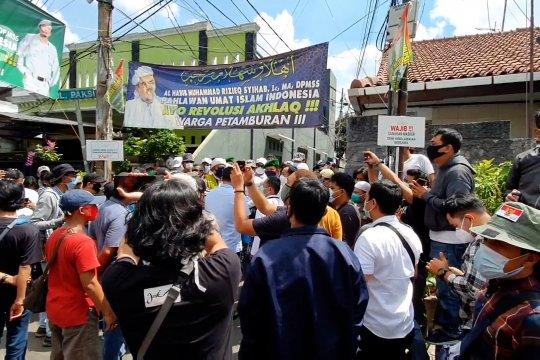 Dihadang laskar FPI, polisi batal layangkan surat kedua pemanggilan Rizieq Sihab