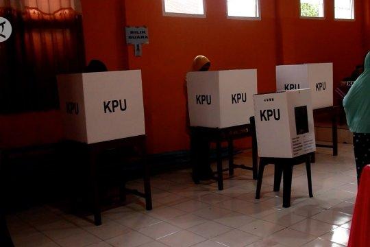 KPU dan Bawaslu Malut tunda pencoblosan warga Desa Maraeli