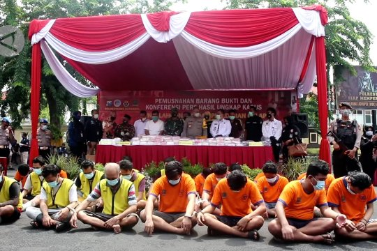 Polrestabes Surabaya tembak mati 18 penjahat selama 2020