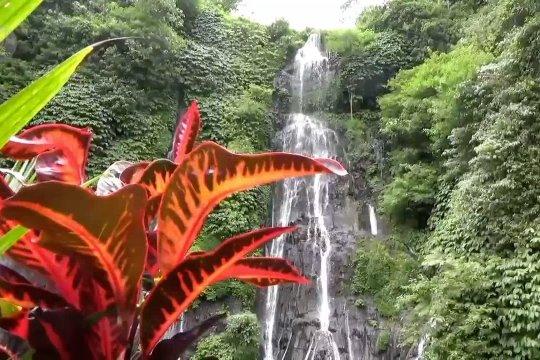 Wisatawan domestik kunjungi air terjun kembar dan Bali Safari