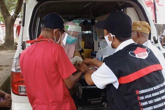 Terjaring operasi yustisi, ratusan warga Ambon ikuti tes cepat di tempat
