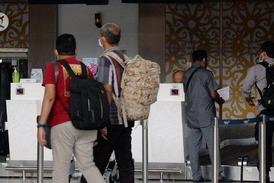5 penumpang pesawat dari Jakarta terkonfirmasi positif COVID-19