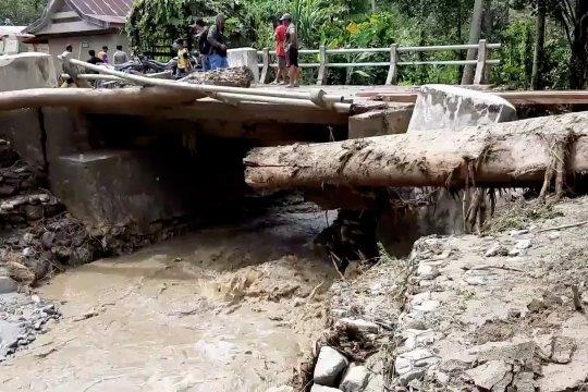 Banjir bandang terjang Desa Latawaro Kolaka Utara