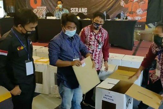 Pasangan Petahana Tatu-Pandji unggul dalam Pilkada Kabupaten Serang