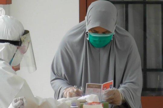 Pasien COVID-19 gunakan hak pilih dari wisma karantina