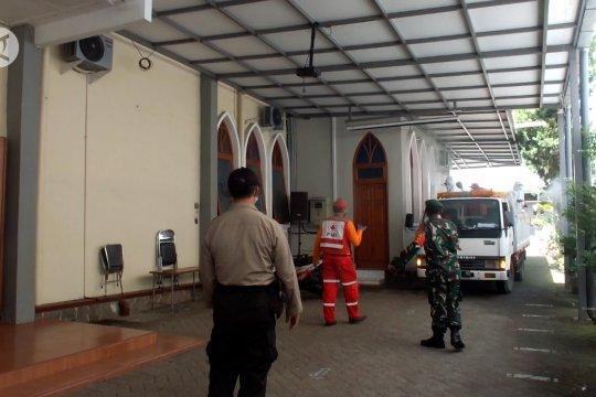 PMI Jember lakukan penyemprotan disinfektan di 100 gereja