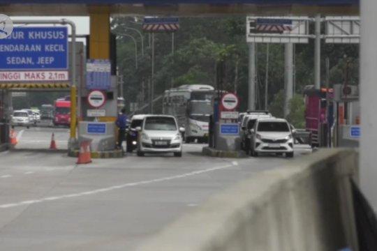 Jelang pergantian tahun, lalu lintas Tol Cikampek ramai lancar