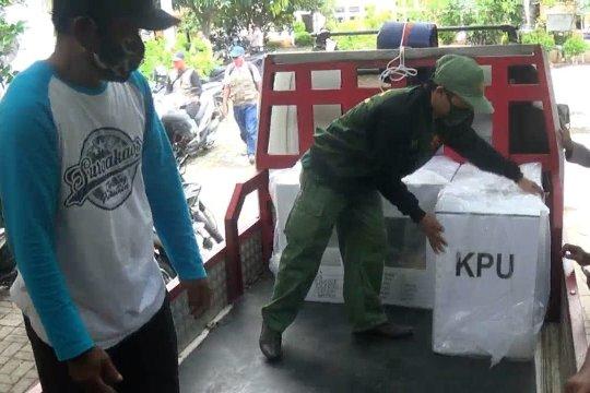 KPU Cilegon distribusikan logistik APD pastikan keamanan protokol kesehatan di TPS