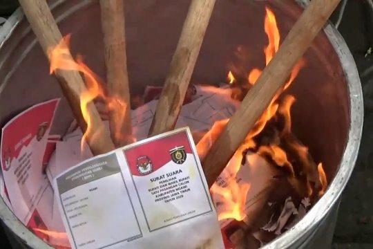 Ratusan surat suara Pilkada Kabupaten Ngawi rusak dimusnahkan