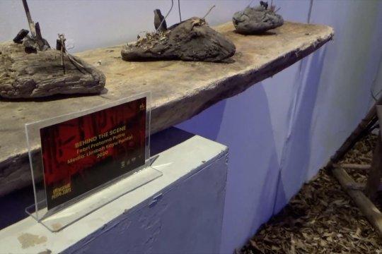 Melihat pameran instalasi seni limbah kayu di Taman Budaya Padang