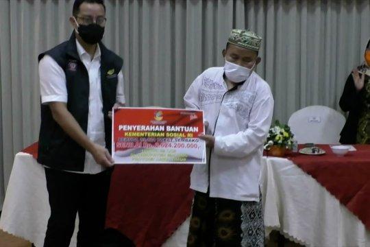 Mensos serahkan Rp2,6 miliar bagi warga terdampak pandemi di Kabupaten Malang