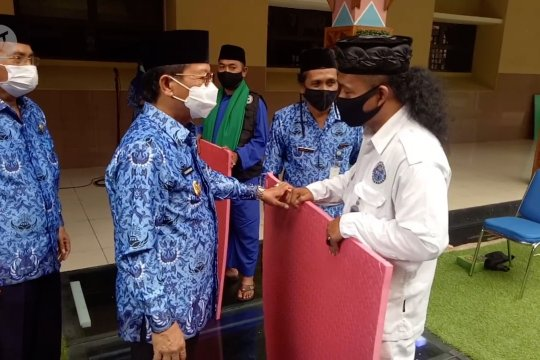 Disbudpar Tangerang salurkan bantuan ke penggiat budaya seni silat beksi