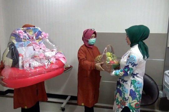 RSU Kaliwates Jember apresiasi perjuangan ibu terapkan prokes