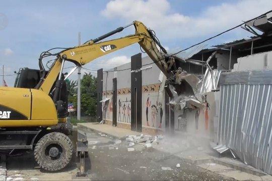 Satpol PP bongkar bangunan karaoke liar di sekitar Masjid Agung Jateng