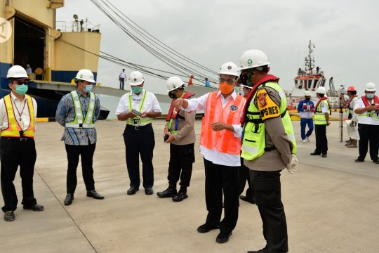 Menhub BKS tinjau uji coba bongkar muat di Pelabuhan Patimban