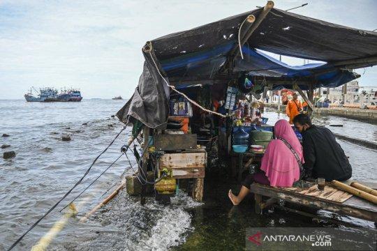 Banjir rob di Muara Angke