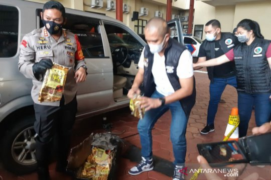 Polres Jakarta Pusat bekuk kurir pembawa 10 kilogram sabu