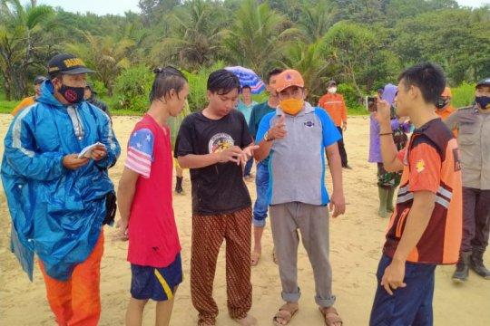 BPBD Banten cari warga Jakarta hilang diterjang ombak selatan