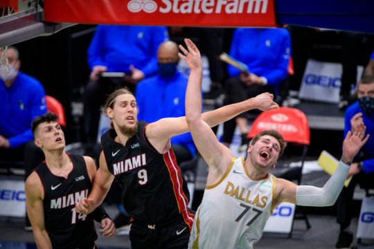 Doncic pimpin Mavericks lewati hadangan Miami Heat