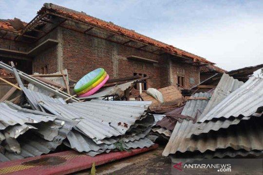 278 rumah rusak akibat diterjang angin puting beliung
