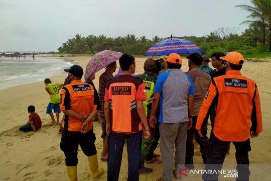 BPBD Banten akhirnya temukan wisatawan dari Jakarta di Pantai Cibobos