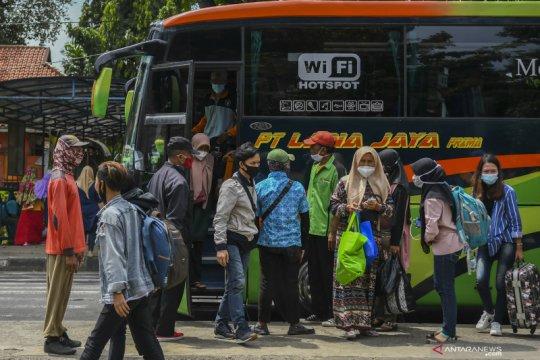 Riza: Penutupan terminal bus AKAP untuk kurangi mobilitas warga