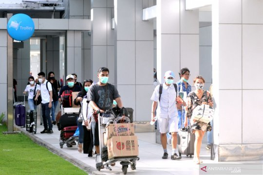 BPS: Penumpang angkutan udara domestik November naik 33,43 persen