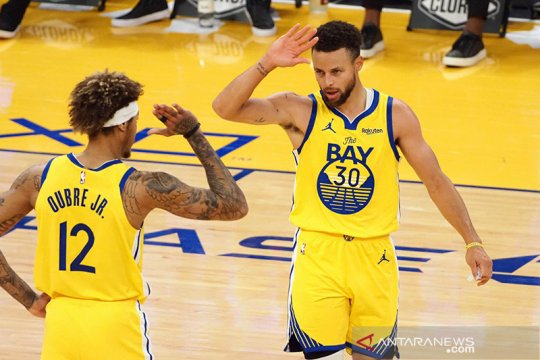 Stephen Curry cetak 62 poin dan bawa Warriors tumbangkan Blazers