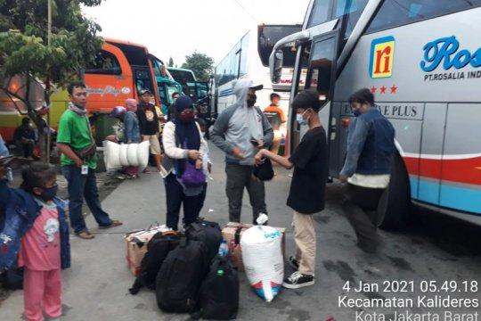 612 penumpang tiba di Terminal Kalideres saat puncak arus balik