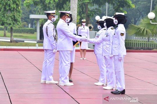Kasal anugerahkan tanda kehormatan kepada tiga prajurit Kowal