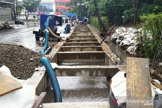 Pemkot Jakbar rampungkan pekerjaan kolam olakan di Green Garden