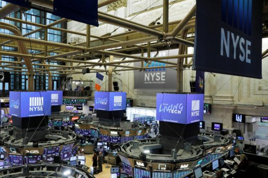 Wall Street jatuh karena ambil untung dari rekor tertinggi minggu lalu