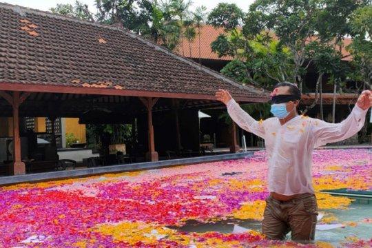 """Perupa asal Bali respons pandemi lewat karya """"Blind in Paradise"""""""