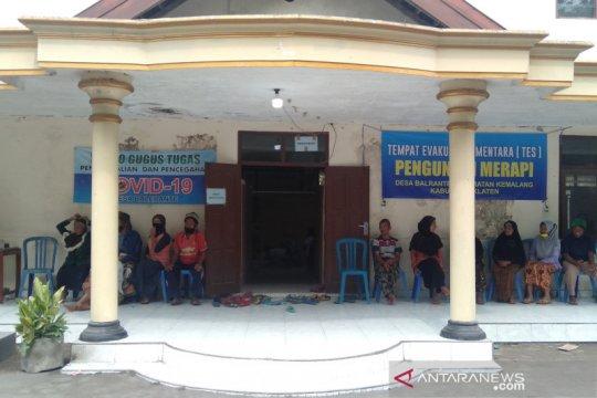 Sejumlah warga lereng Merapi di wilayah Klaten kembali mengungsi
