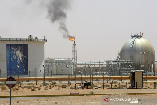 Harga minyak melonjak tertinggi 10 bulan, pasca-Saudi pangkas produksi
