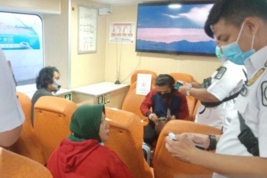 Koarmada I-Imigrasi periksa penumpang WNA cegah COVID-19