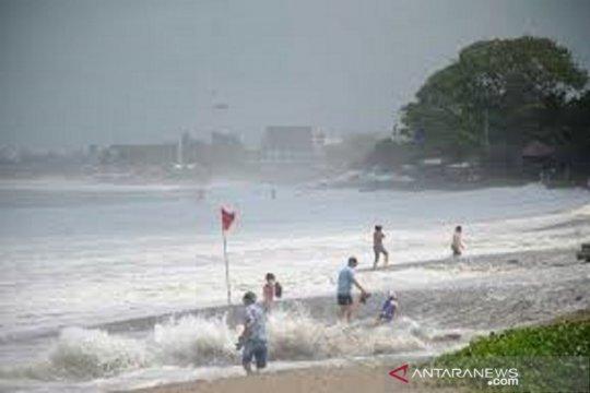 BMKG: Waspadai tinggi gelombang 2,5 meter di perairan Baubau