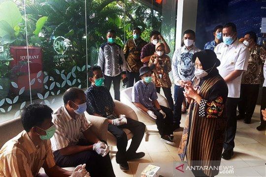 Mensos antar lima PMKS kerja di Bekasi