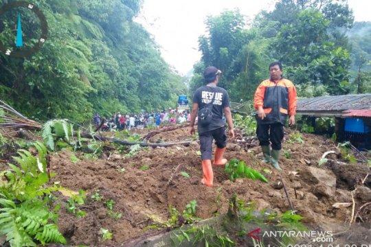Jalan provinsi Lubukbasung-Bukittinggi tertutup longsor