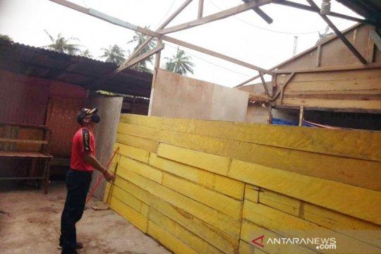 Puting beliung terjang Natuna, 11 rumah warga rusak