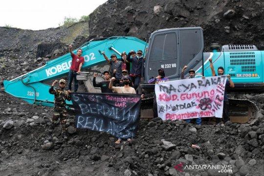 Aksi tolak penambangan pasir ilegal lereng Gunung Sindoro