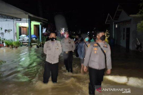 Kecamatan Bengkayang terendam banjir, polisi lakukan pemantauan