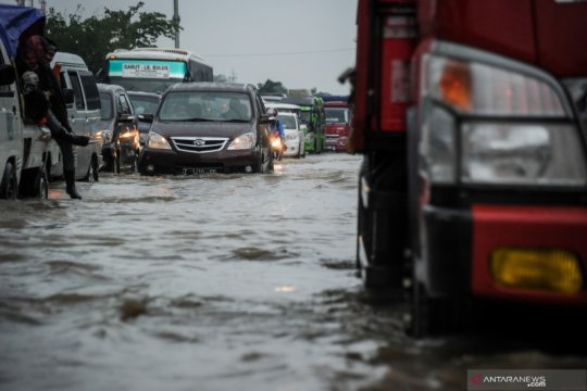 Banjir di jalan nasional Bandung - Garut