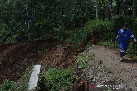 Bencana longsor melanda lima kecamatan di Garut