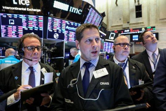 Wall Street turun, investor cerna stimulus dan data pekerjaan suram