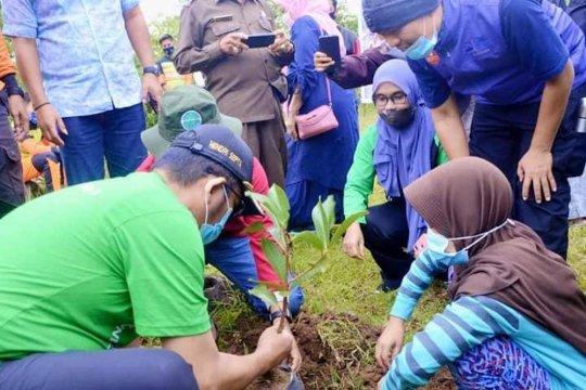 Sejuta bibit pohon ditanam di Lubuak Galapuang, Padang