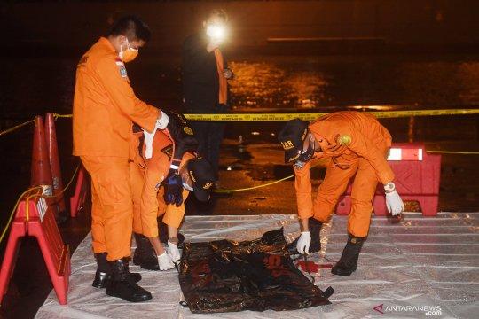 Kabasarnas serahkan serpihan yang diduga Sriwijaya Air SJ 182 ke DVI